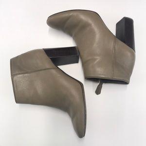 Tory Burch Fango Bowie 85mm heel bootie. Sz 7.5